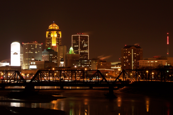 Des Moines, Iowa skyline after Dark   pathawks resized 600